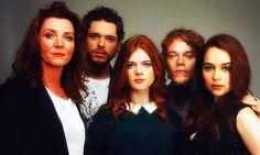 ROSE LESLIE, ALFIE ALLEN, MICHELLE FAIRLEY, EMILIA CLARKE, KIT HARRINGTON Such an attractive cast