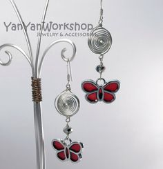 Butterfly, or Papillon in French, is used as a symbol of conjugal bliss in the Orient and thus it makes this pair of earrings perfect for events marking love relationships including anniversary, engagement and wedding or as a gift with affection to a lady.