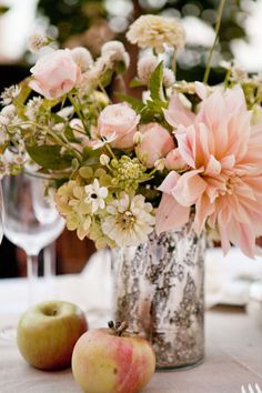 8. Centerpiece: Peach-colored flowers in mercury glass #wedding