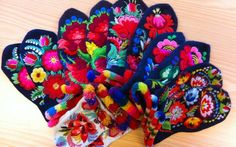 Traditional embroidered woman´s jacket from Dala-Floda I have just arrived home after four very inspiring days in Dala-Floda. Swedish Embroidery, Folk Embroidery, Crochet Mittens, Knit Crochet, Color Shapes, Mitten Gloves, Twine, Needlework, Weaving