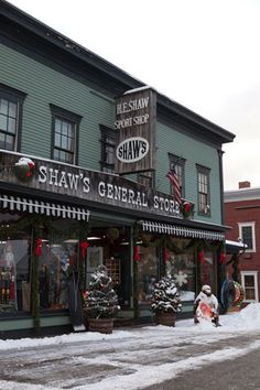 Get away from it all in the quaint village of Stowe, Vermont—a romantic winter retreat that attracts ski enthusiasts and solitude seekers alike with its array of outdoor activities, inviting shops, and cottage-style restaurants. The scenic countryside and snow-covered streets at the foot of Mount Mansfield offer exceptional sightseeing opportunities and picturesque inns, including the renowned Trapp Family Lodge.