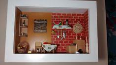 Quadro de cozinha caipira, tipo cenário, feito de madeira MDF, pintado com tinta PVA, miniaturas de madeira MDF envernizada, miniaturas de biscuit, panelinhas de bronze,tecidos,bijú,crochê, palitos de sorvete,papéis diversos, etc.