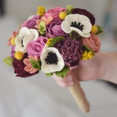 Felt Roses, Felt Flowers, Diy Flowers, Fabric Flowers, Paper Flowers, Felt Flower Bouquet, Diy Bouquet, Cool Paper Crafts, Felt Crafts