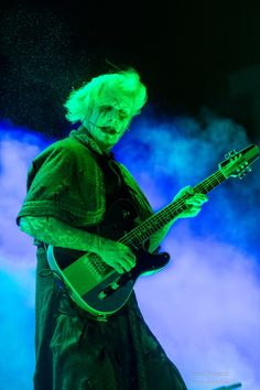 John 5 of Rob Zombie John 5 Guitarist, White Zombie, Famous Musicians, New Gods, Rob Zombie, Rock Groups, Orphan Black, Music Photo, Metalhead