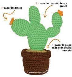 Cactus in flower pot - free amigurumi crochet pattern Crochet Cross, Crochet Home, Crochet Flower Patterns, Crochet Flowers, Cactus En Crochet, Diy Fleur, Crochet Decoration, Cactus Flower, Amigurumi Patterns