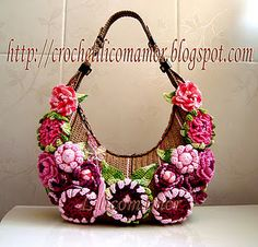 "From the blog ""Croche Lili com amor"", lovely crochet purses, very original!"