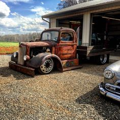 deep dish dually wheels, flatbed, smoke stack and slammed big truck ratrod. pic 2
