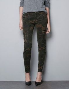 553f013baa60d Rivet Detail Camouflage Pants