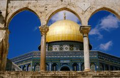 Dome of the Rock - Al Qods (Qubbat As Sakhrah) Oh The Places You'll Go, Great Places, Dome Structure, Dome Of The Rock, Temple Mount, Ancient Architecture, Amazing Architecture, Holy Land, Future Travel