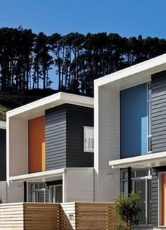 Designgroup Stapleton Elliott's highly considered scheme in Wellington's Newtown sets a benchmark for social housing in New Zealand. Townhouse Exterior, Modern Townhouse, Townhouse Designs, Duplex, Residential Architecture, Contemporary Architecture, Interior Architecture, D House, Facade House