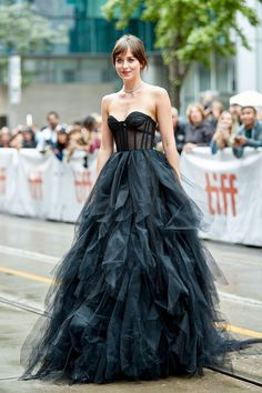 Dakota Johnson stuns at Toronto Film Festival in Dior gown – Expolore the best and the special ideas about Red carpet dresses Style Dakota Johnson, Dakota Mayi Johnson, Celebrity Dresses, Celebrity Style, Looks Instagram, Cristian Dior, Toronto Film Festival, Dior Dress, Red Carpet Looks
