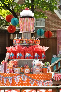 like the tiered table display