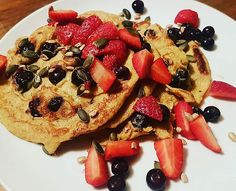 Blueberry Protein Pancakes.  Protein: 53g Carbs: 80g Fat: 24g  #pancakestack  #proteinpancakes  #highprotein  #highcarb Pancakes Protein, French Toast, Breakfast, Food, Morning Coffee, Meal, Essen, Hoods, Meals