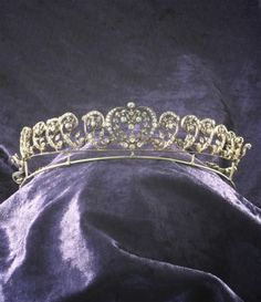 An Edwardian gold and diamond tiara, of C scroll foliate design, detachable to form a necklace