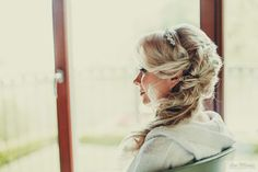 a beautiful side hairstyle for a wedding in Como lake