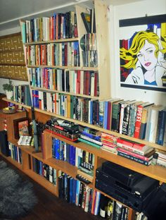 Tones of books and a place for a stereo and TV in this ingenious bookshelve unit on a narrowboat Kismet Barge Interior, Interior And Exterior, Interior Ideas, Canal Boat Interior, Bookshelves, Bookcase, Narrowboat Interiors, Book Storage, Boat Design