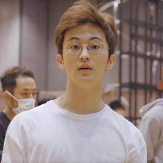 Look how perfect as boyfriend material. Mark Lee, Jaehyun, Winwin, Nct 127 Mark, Lee Min Hyung, Canadian Boys, Yuta, Bare Face, Lee Taeyong