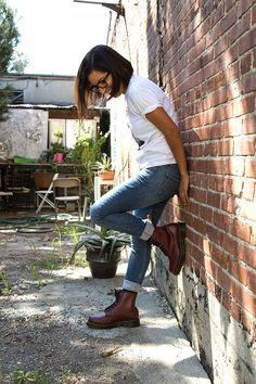 Martens fan Denisse Rodarte do in her 1460 Cherry Docs ? She owns and operates Sunday's Best Thrift stores in Echo Park and Maywood , California. She shared her insights on the inevitable repetition of fashion, the inspiration behind Sun Dr. Martens, Dr Martens Outfit, White Doc Martens, Doc Martens Style, Doc Martens Boots, Burgundy Outfit, Burgundy Boots, Estilo Doc Martens, Boating Outfit