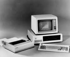 PRIMEROS COMPUTADORES TECNOLOGIA LENTA PERO ERA UN AVANCE PARA LA SOCIEDAD EN ESOS TIEMPOS Y PARA LA ACTUALIDAD YA SON ARTICULOS DE COLECCION O SIMPLEMENTE PASARON AL RECICLAJE
