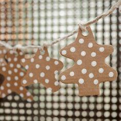 Guirlande de Noël en carton kraft à fabriquer pour les 3 à 99 ans