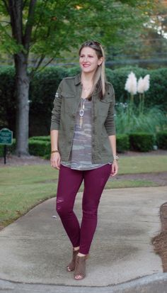 Teodora's Lookbook fall style and outfit; utility jacket, camo tee and berry jeans