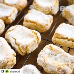 These almond biscuits have an addictive chewy/crumbly texture. Almond Recipes, Raw Food Recipes, Baking Recipes, Italian Recipes, Free Recipes, Cookie Recipes, Keto Recipes, Italian Almond Biscuits, Italian Cookies