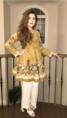 Frock design women clothing in 2019 мода, моделирование Pakistani Fashion Casual, Pakistani Dresses Casual, Pakistani Dress Design, Pakistani Clothing, Stylish Dresses For Girls, Stylish Dress Designs, Casual Summer Dresses, Casual Wear, Frock Fashion