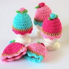 Source Free Easter Egg Crochet Patterns Easter is almost here! It's time to fill up our baskets with some colorful woolly crochet eggs! Crochet them… Crochet Egg Cozy, Cute Crochet, Beautiful Crochet, Crochet Hooks, Knit Crochet, Easter Egg Pattern, Easter Crochet Patterns, Loom Knitting, Knitting Patterns