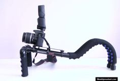 Profesyonel kameralarla ve HD SLR makinalarla sarsıntısız mükemmel çekimler yapmak için kullanışlı bir destekleyici.    Birçok modele uyumlu çalışma: Canon 5D, Canon 7D, Canon 550 D, 60 D ve diğer DSLR modeller.  5 kg'ye kadar taşıma kapasitesi  Rezervasyon & Bilgi için: 0533 548 70 01  info@filmekipmanlari.com  http://filmekipmanlari.com/kiralik-omuz-aparati-smoothcam-support/