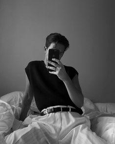Korean Boys Hot, Mens Fashion Sweaters, Men Street, Minimalist Fashion, Streetwear Fashion, Boy Fashion, Pretty Outfits, Photography Poses, Vintage Fashion