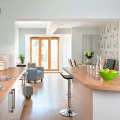 Take a tour of this light and modern kitchen Mobile Home Kitchens, Mobile Home Living, Home And Living, Kitchen Family Rooms, New Kitchen, Kitchen Decor, Kitchen Ideas, Kitchen Wall Colors, Kitchen Colour Schemes