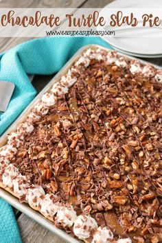 The most decadent and easy Chocolate Turtle Slab Pie Recipe to feed a crowd. It's the perfect dessert to bring to a potluck or for a holiday! Desserts For A Crowd, Köstliche Desserts, Delicious Desserts, Dessert Recipes, Yummy Food, Chocolate Desserts, Healthy Desserts, Food Truck Desserts, Fluff Desserts