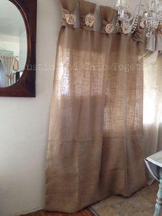 Toile de jute de rideaux - thé teint rosettes - large Tabs Je vous remercie pour votre visite de ma boutique rustique et chic! .... Toile de jute, ce qu'un tissu simple et naturel qui mettra en valeur votre salle à manger, la chambre à coucher ou la véranda! Vous pouvez aussi