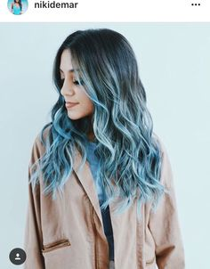Cute blue ombré hair on Niki                                                                                                                                                      Más