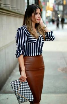 How to Wear a Leather Skirt:  Wearing a leather skirt to the office, is out of the question when it comes to my ultra conservative workplace. HOWEVER, outside the office Pencil Skirt Work, Pencil Skirt Outfits, Pencil Skirts, Brown Leather Skirt, Leder Outfits, Leather Dresses, Brown Fashion, Dress Skirt, Fashion Outfits