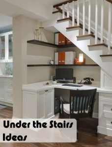 Escritorio debajo de la escalera