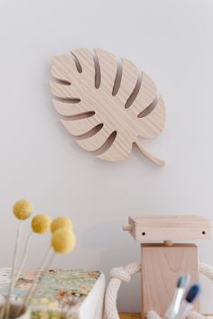 The leaf is earthy and solid and works particularly well in neutral schemes where taupes, ivories and greys are offset against natural, textural materials such as pine or beech; cork or rattan.