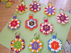 A fantasy garden: January 2015 Foam Crafts, Diy Arts And Crafts, Paper Crafts, Crafts For Seniors, Crafts For Kids, Felt Keychain, Diy Bookmarks, Art N Craft, Felt Patterns