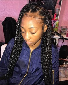 All styles of box braids to sublimate her hair afro On long box braids, everything is allowed! For fans of all kinds of buns, Afro braids in XXL bun bun work as well as the low glamorous bun Zoe Kravitz. Try On Hairstyles, My Hairstyle, Box Braids Hairstyles, Black Girls Hairstyles, Summer Hairstyles, Protective Hairstyles, Natural Hairstyles, Hairstyle Ideas, Short Box Braids