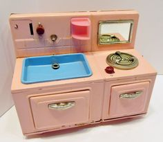 Japan Tin Sink & Stove Toy Kitchen, Little Kitchen, Doll Furniture, Dollhouse Furniture, Antique Toys, Vintage Toys, Metal Tins, Toy Boxes, Barbie
