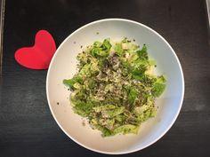 Se ti sei stufato della solita insalata e hai voglia di qualcosa di diverso, devi provare l'insalata scrocchiarella con semi di canapa: I love crunchy salad