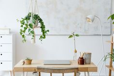 """While you shouldn't feel bound to """"never do this""""-type design rules in your own home — it's your space after all — design pros are a helpful resource when you're staging in the hopes to sell. Clearing Out Clutter, Smart Desk, Bois Diy, British Standards, Home Desk, Home Office Decor, Office Set, Office Ideas, Home Staging"""
