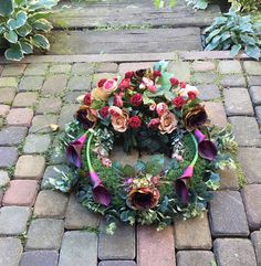 Funeral Arrangements, Diy And Crafts, Floral Wreath, Wreaths, Flowers, Decor, Ideas, Floral Arrangements, Weddings