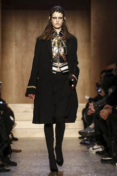 LIVESTREAMING: The Givenchy Fashion Show, ready-to-wear collection Fall Winter 2016 runway show in Paris