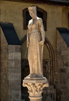 """Budapest - """"Szent Hedvig"""" szobor"""