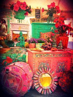 Ibiza en flowerpower! Hiermee hebben wij op de hippie markt gestaan in de Pannekoekenstraat te Rotterdam naast de SOHO bar.