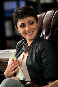 """#ChasingLife 1x18 """"Rest in Peace"""" - April"""