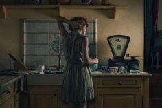 LAURA STEVENS: ANOTHER NOVEMBER Encuentro con la soledad y la pérdida tras el final de una relación significativa. Hay una evolución desde el vacío a la reconstrucción de la mujer como individuo.