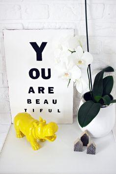 Tablica - typografia na sklejce z napisem - idealna do minimalistycznych wnętrz, styl loftowy, nowoczesny.  http://bogatewnetrza.pl/pl/p/Typografia-na-sklejce-BEAUTIFUL-by-Ana-Anything/285