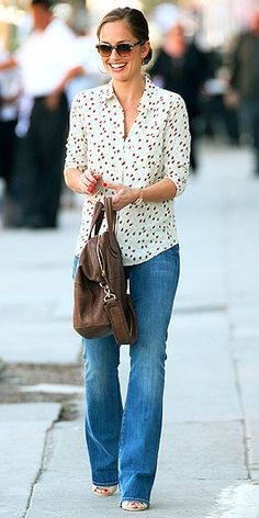 Im such a fan of the bootcut + blouse combo. looks so great!